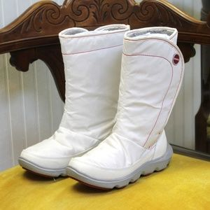 NWOT CROCS White Red Piping Grey Winter Boots Sz 5